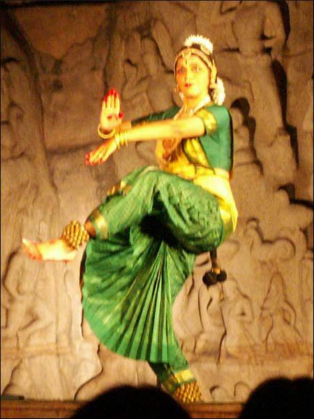 Danseuse de Bharatanatyam à Mahamalipuram